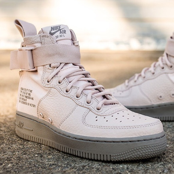 reputable site 852b0 f5fe4 Nike SF Air Force 1 Mid Women's Boot